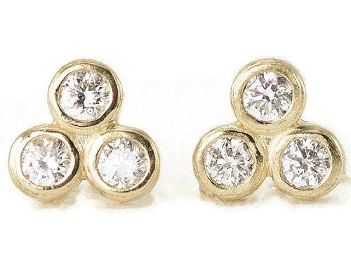 New diamond trip Studs will be in my shop update tomorrow! Select 14k, 18k of platinum! #luxegold #goldstuds #diamondstuds #givegold