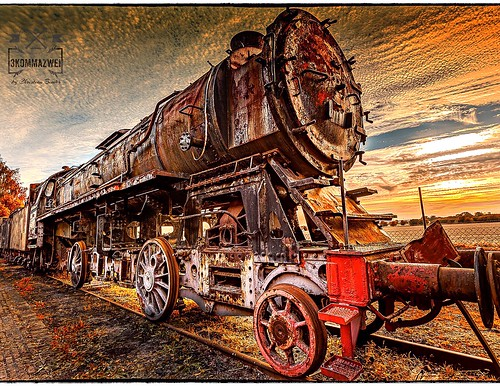 lightroom sky clouds light sunrise sunset mothernature 17mm hdr germany 3kommazwei trainstation train landscape nature stasfurt canon