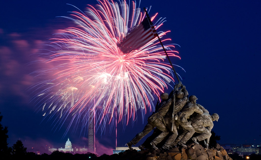 Iwo Jima Marine Corps Memorial 4th of july fireworks Arlington Va