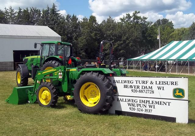 John Deere 5055E Tractor.