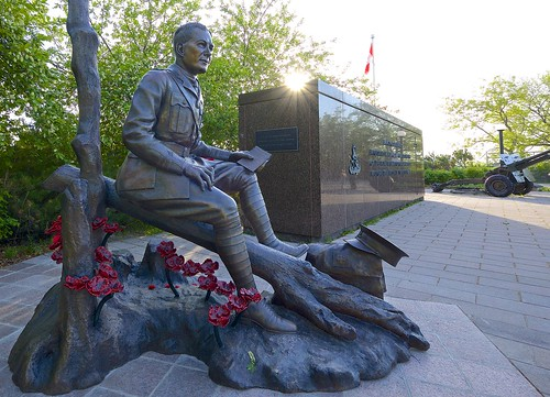 sunset ontario canada statue army memorial fuji dusk ottawa wwi canadian poppy poet worldwarone fujifilm ww1 rca 1024 canadianarmedforces flandersfields canadianforces canadianarmy johnmccrae xt1 flandersfield 1024mm nationalartillerymemorial