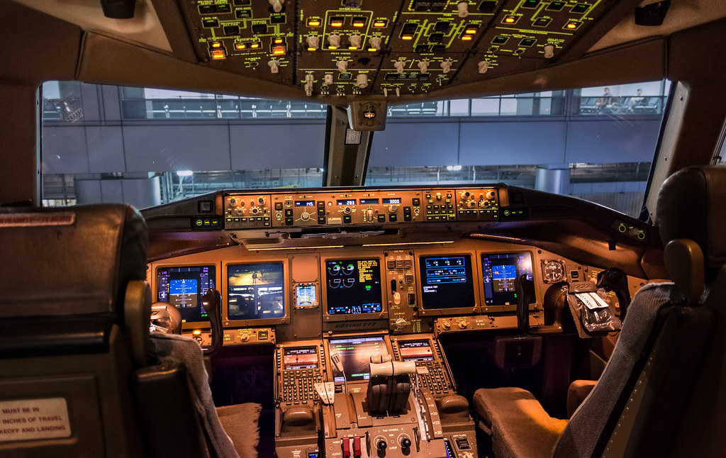 Cathay 777-300ER Cockpit | Cathay Pacific registration B-KPL