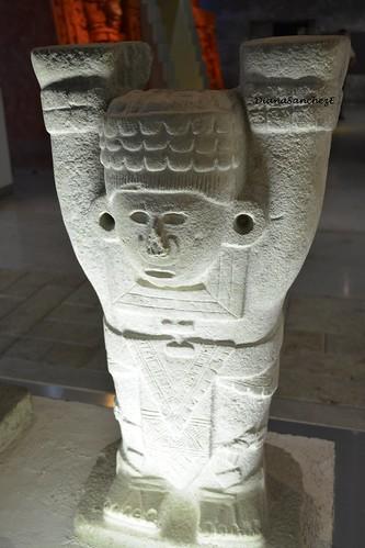 Los atlantes de los mayas, Pieza de Chichen Itza