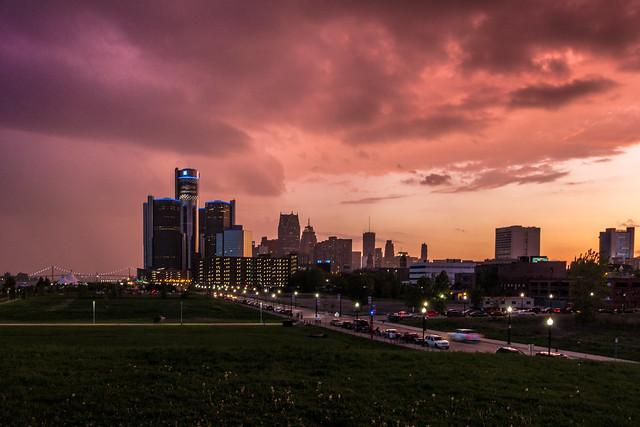 These Skies  #Detroit #LastNight #AngrySkies #RedSkyAtNight #RedSky #Clouds #CloudPorn #Skyline #Cityscape #SunDown #Sky #Storm #StormySkies #DetroitInsider #DetroitIsBeautiful #MotorCity #DetroitHustlesHarder #PureMichigan #DetroitMichigan