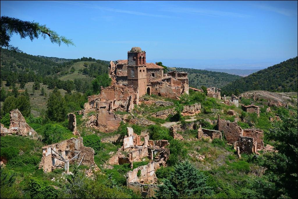Turruncún. La Rioja. | Turruncún es un pueblo medio derruido… | Flickr