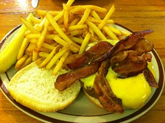 日, 2013-06-02 12:12 - Bacon Cheeseburger w/fries