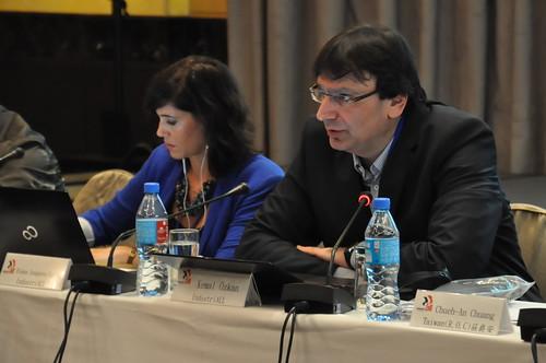 圖02IndustriALL副秘書長Kemal Özkan以「全球能源產業發展概覽」的簡報揭開會議序幕