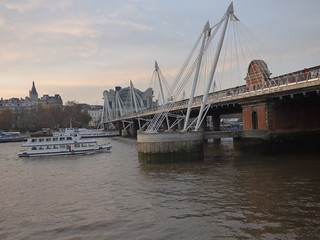 River Thames from the South Bank in London - Hungerford Bridge and Golden Jubilee Bridges | by ell brown