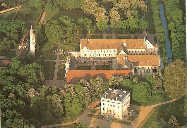 L'abbaye de Royaumont vue d'en haut