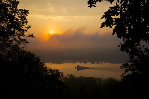morning sunlight fog sunrise river nikon hiking kentucky cincinnati ohioriver bmc cincinnatiohio shawneelookout hamiltoncountyparks hamiltoncountyparkdistrict nikond7000 nikkor1024mm