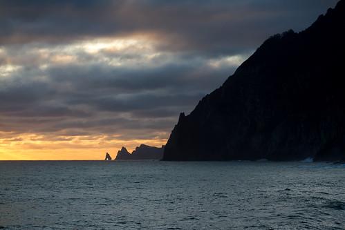 ocean sea sunlight portugal sunrise canon landscape island morninglight cliffs atlantic 7d peninsula madeira ilha 70200mm península llens portodacruz