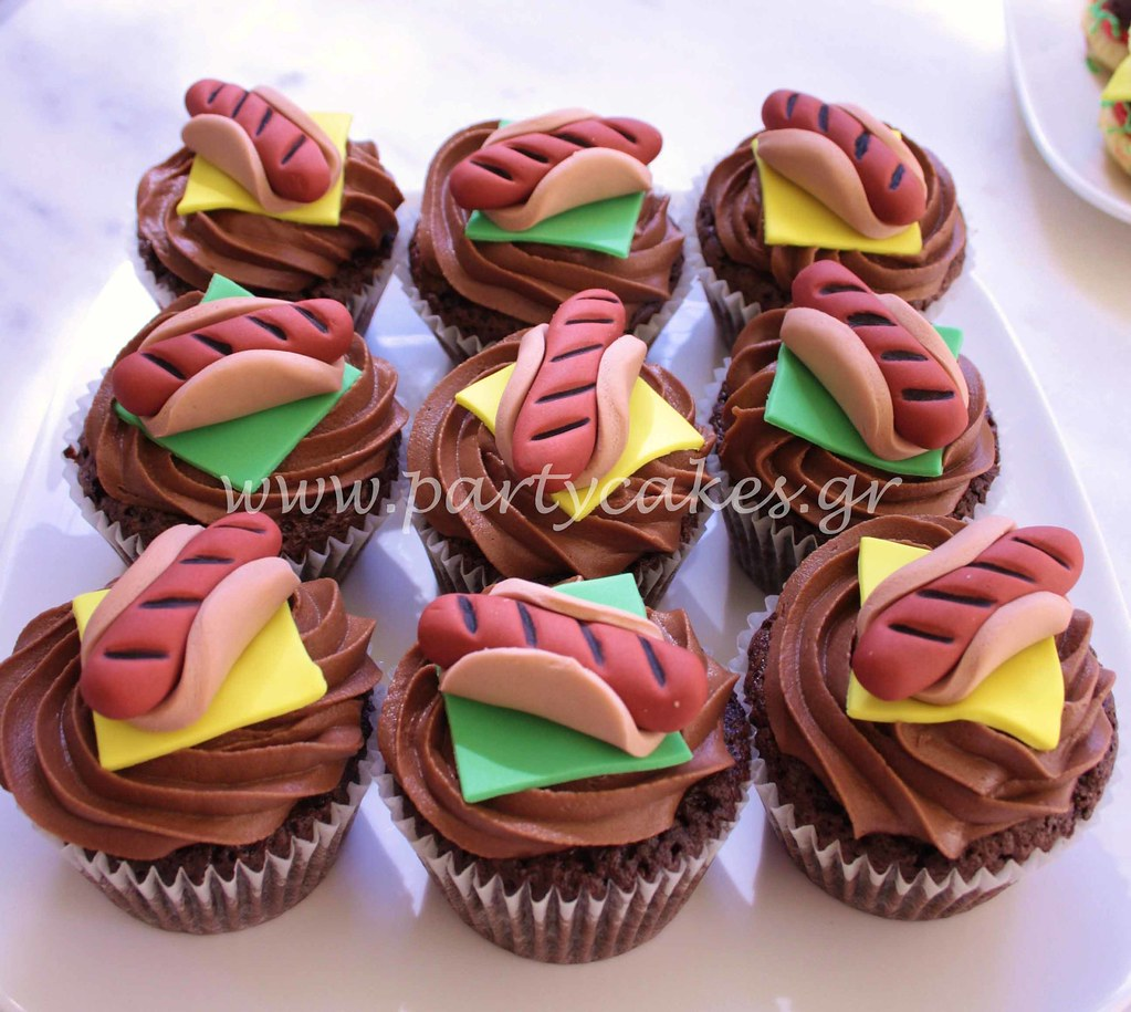 Cheeseburger Cakes Made From Vanilla Cupcakes And BrowniesBrownies With Chocolate Buttercream Hotdog