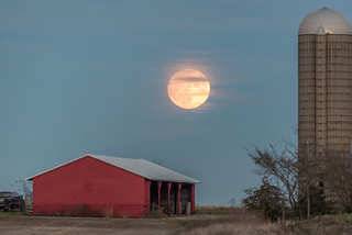 Harvest Moon Over the Barn | Cathy Midtsem | Flickr