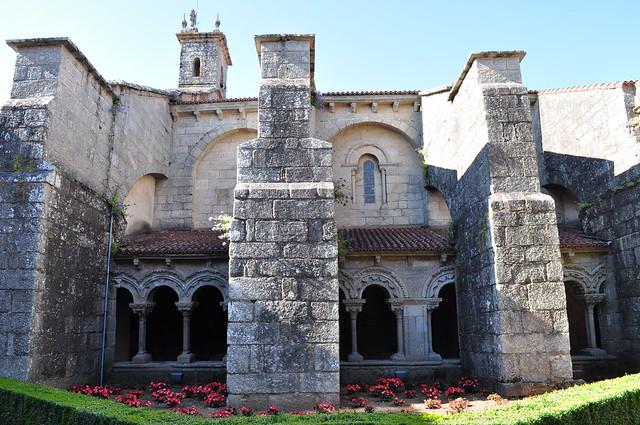 Cloître roman et renforts XVIIIe, église Santa Maria la Real del Sar, Saint Jacques de Compostelle, Galice, Espagne.