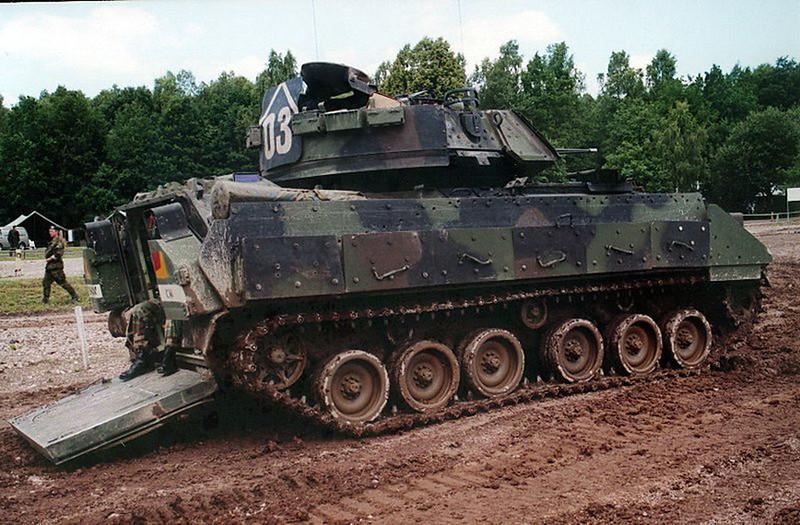 M3A2 Bradley (2)