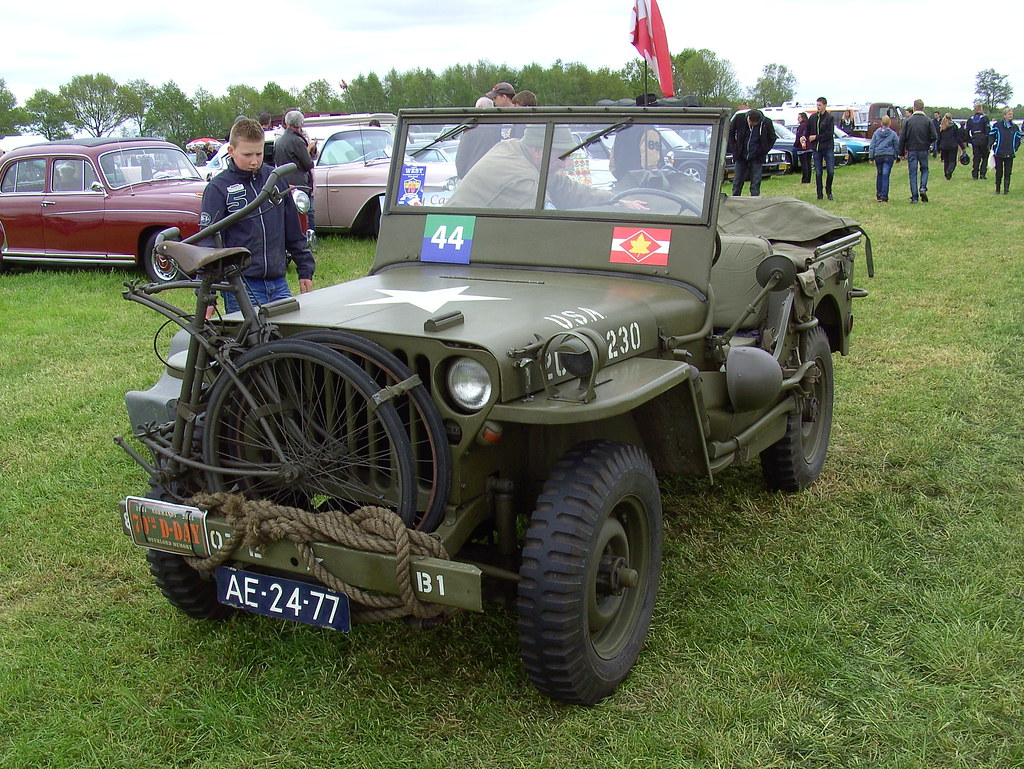 1944 Willys Overland Mb Jeep Note The Folding Bicycle On T Flickr