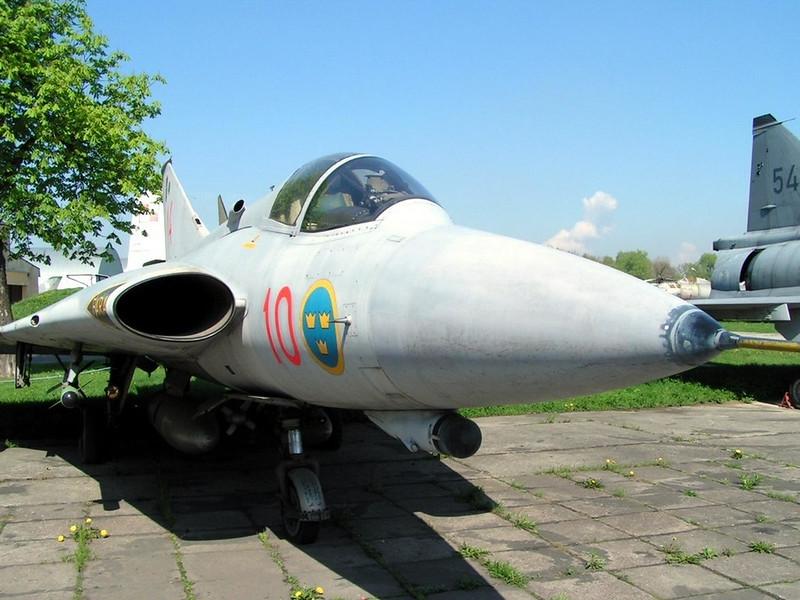 SAAB J-35 Draken (2)