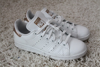 look sneaker outfit stan adidas schuhe rosegold smith weiß Nwvm08n