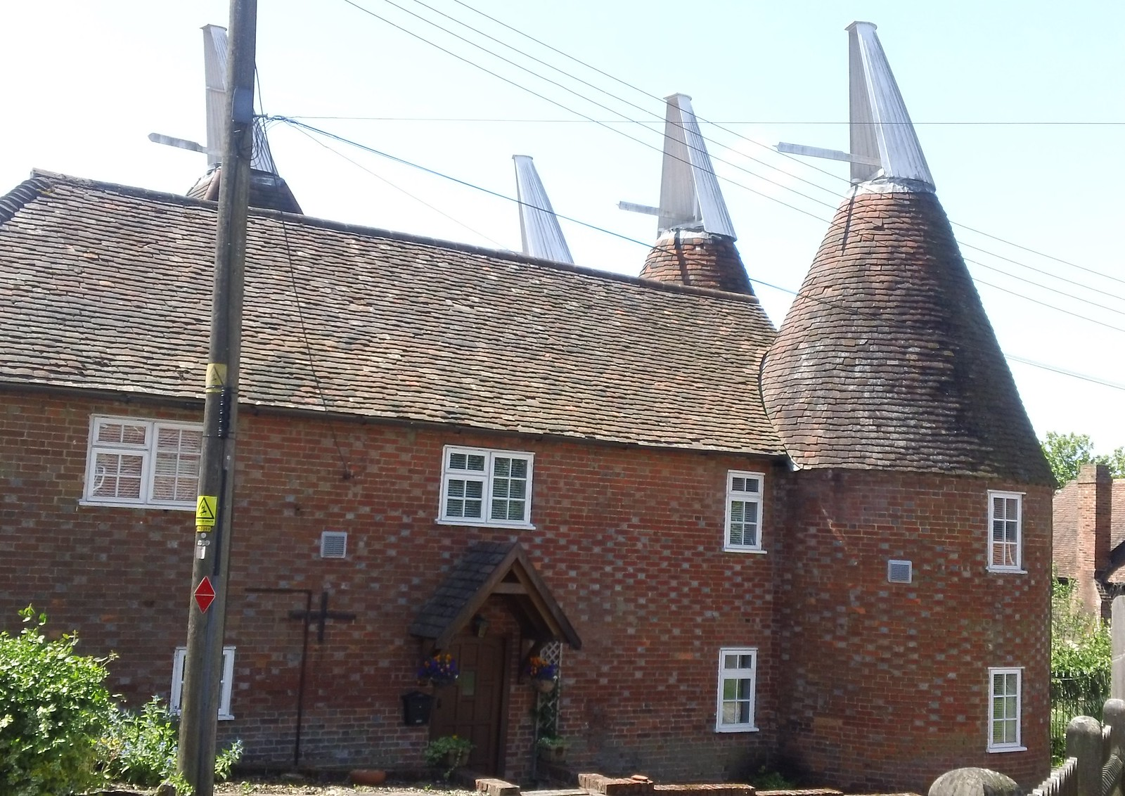 4 points skywards former Kentish oast house, now a dwelling