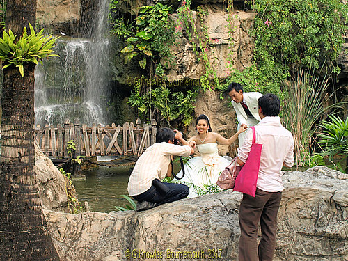 A popular wedding photo shoot at Dream World  Amusement Park in February 2010, Thanyaburi District, Pathum Thani Province, Thailand. | by samurai2565