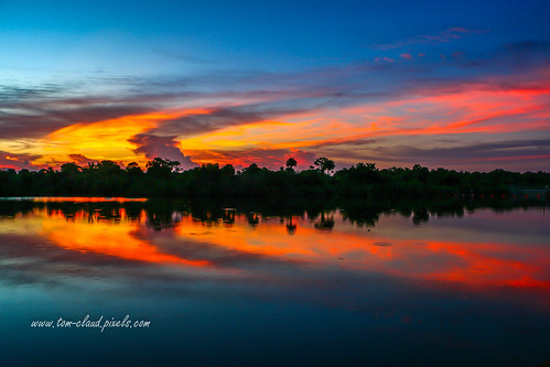 sun sunset sky clouds orange glow reflect reflection water waterway okeechobee okeechobeewaterway stuart florida usa landscape seascape nature outdoors outside