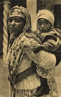 Algerian Mauresque et son enfant