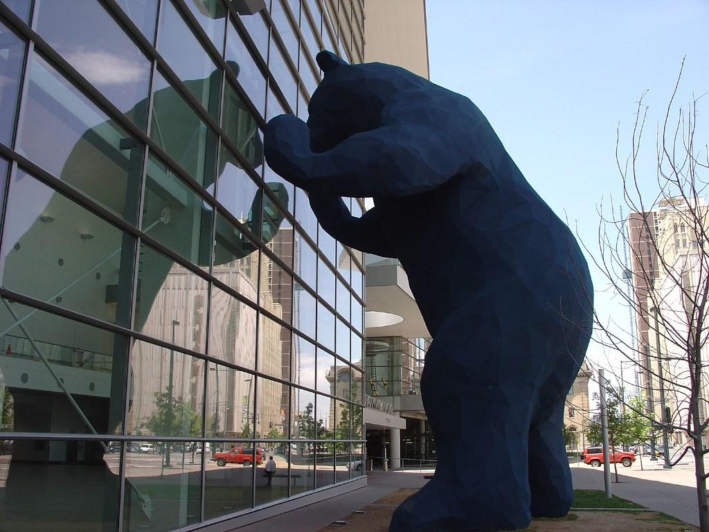 Big Blue Bear Colorado Convention Center Denver This Pie