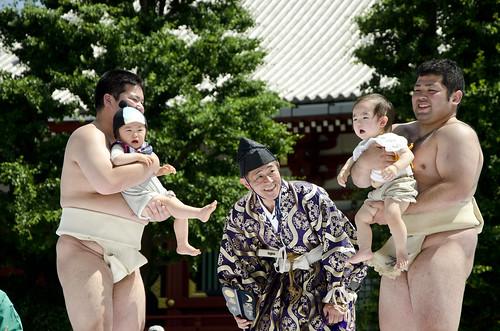 Babies crying with sumo wrestlers | by calatravamoreno
