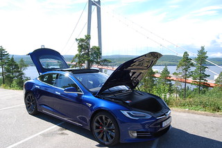 Tesla Model S P90D | by Carblog.se