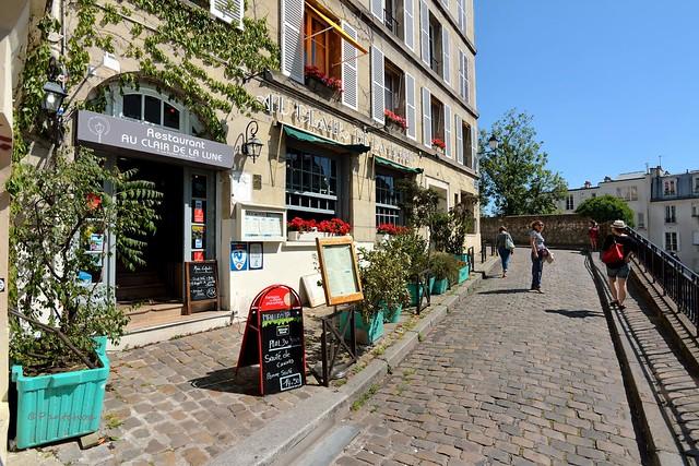 Paris Montmatre / Au Clair de Lune rue Poulbot