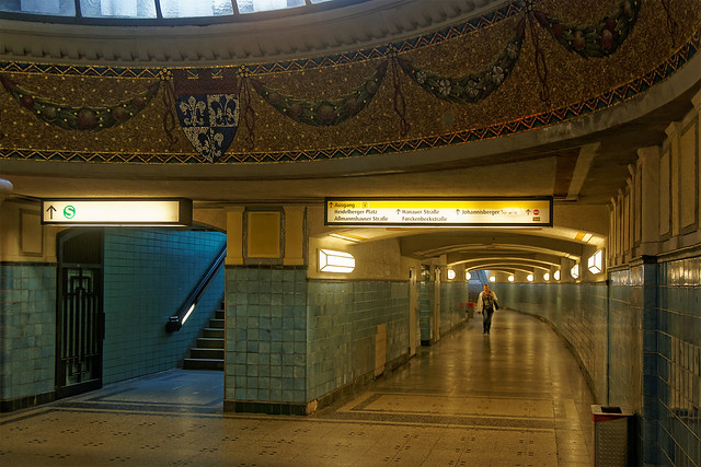 U-Bahnhof Heidelberger Platz, Berlin, Südausgang