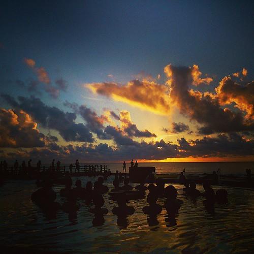 travel sunrise square squareformat 溫泉 綠島 日出 iphoneography instagramapp uploaded:by=instagram foursquare:venue=4e20ada7fa761d6710746c82