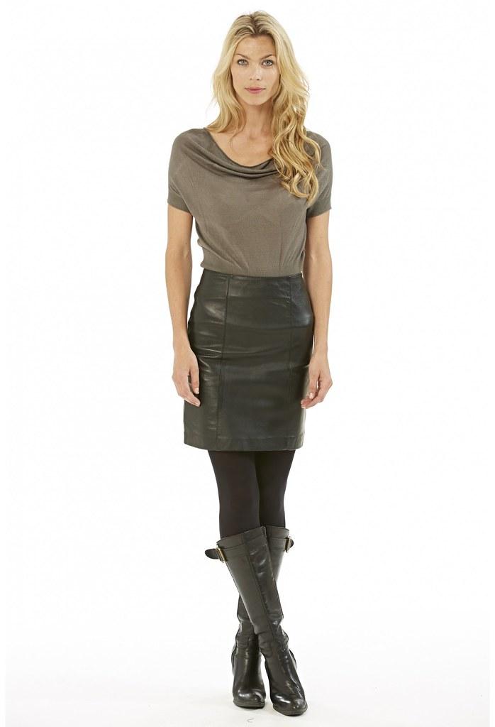 b51d44ae50d525 jupe-en-cuir-noir-taille-haute-ninsa-verazzano | Charlies Avon | Flickr