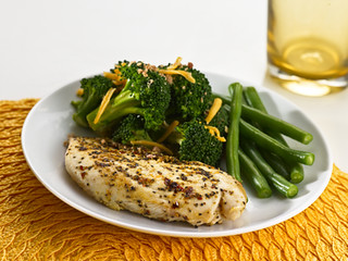 Lemon Herb Chicken, Cheesy Broccoli with Bacon, Green Beans | by diettogo1