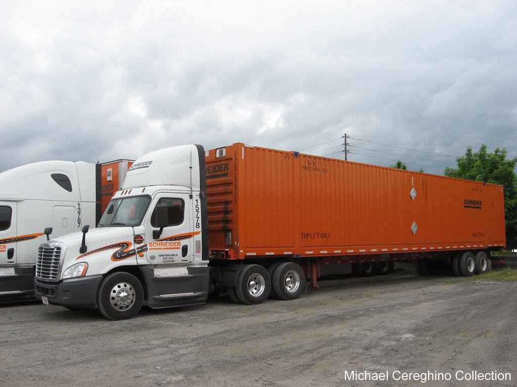 Schneider National Freightliner Cascadia Evolution Daycab