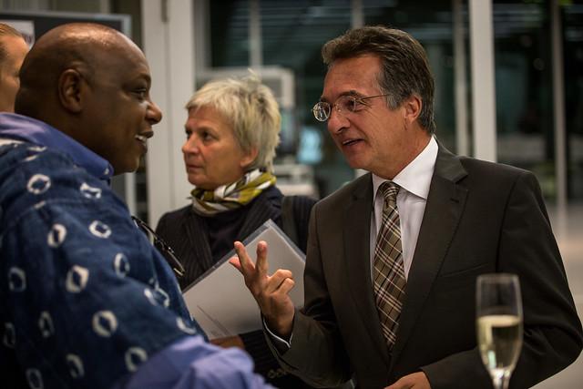 UN-Sonderberichterstatter Maina Kiai (links) im Gespräch mit Staatssekretär Dr. Friedrich Kitschelt (rechts). Foto: Jörg Farys  Foto: Jörg Farys