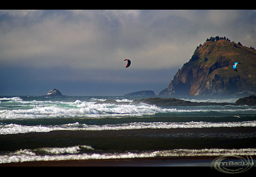 ocean city cliff usa beach nature clouds oregon landscape scenery rocks waves view cliffs kiteboarding kitesurfing oregoncoast lincolncity