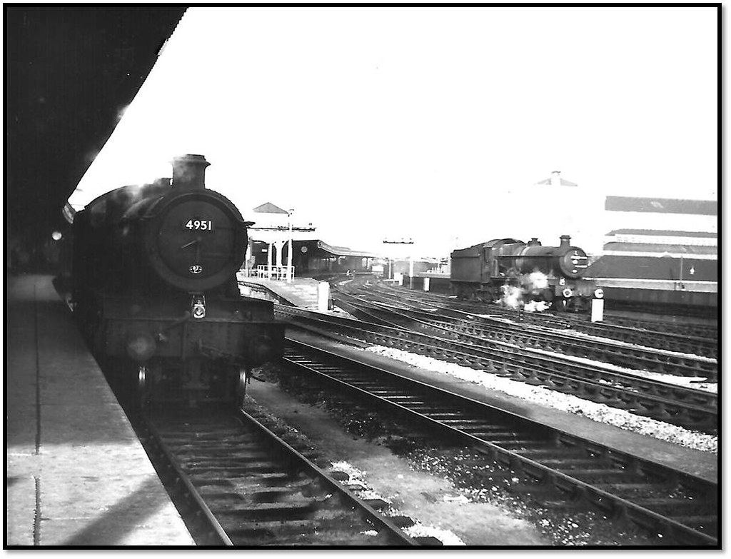 Halls at Bristol Temple Meads on New Year's day 1964