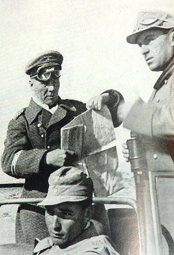Hellmut al volante del coche junto a Rommel y Bayerleinl