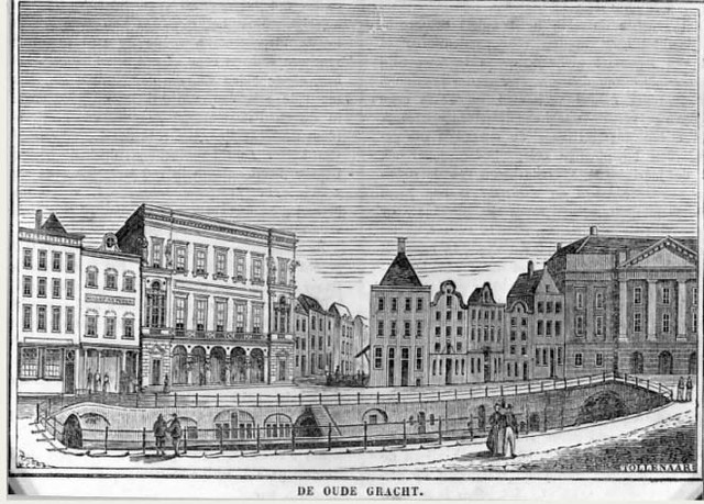 Gezicht op de Oudegracht te Utrecht uit het zuidwesten met links de Bezembrug; aan de overzijde van de gracht links de Winkel van Sinkel en rechts de huizen aan de Stadhuisbrug met het stadhuis. Tollenaar (graficus), 1840-1850. Coll. Het Utrechts Archief.