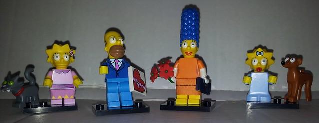 Snowball, Lisa, Homer, Marge, Maggie and Santas little helper