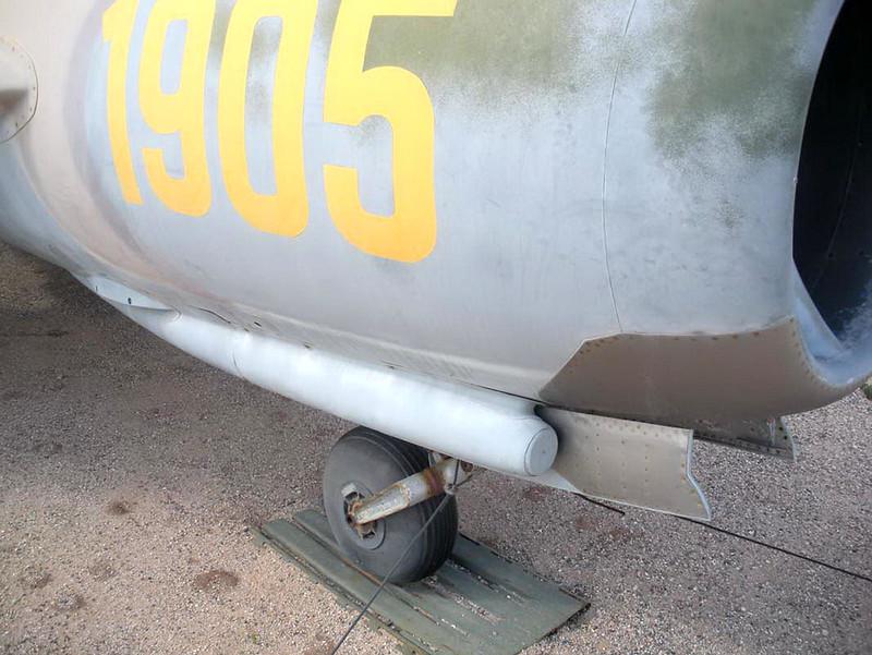 MiG-17F (4)