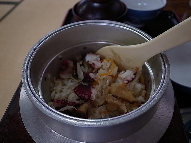 <p>たこ飯</p>