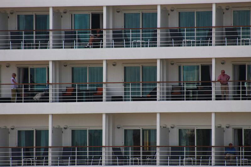 Nouvel immeuble - Paquebot Silver Whisper dans le Port de la Lune, Bordeaux - 10 mai 2012