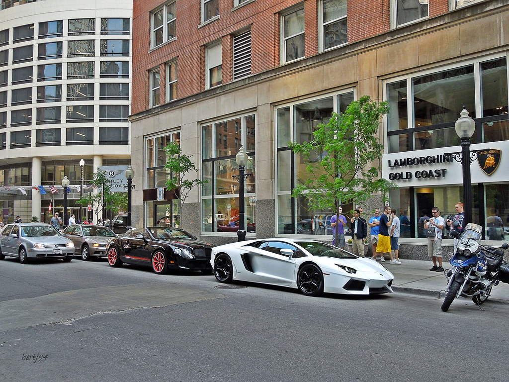 Lamborghini Aventador Friend Cool Combo Outside Bentley