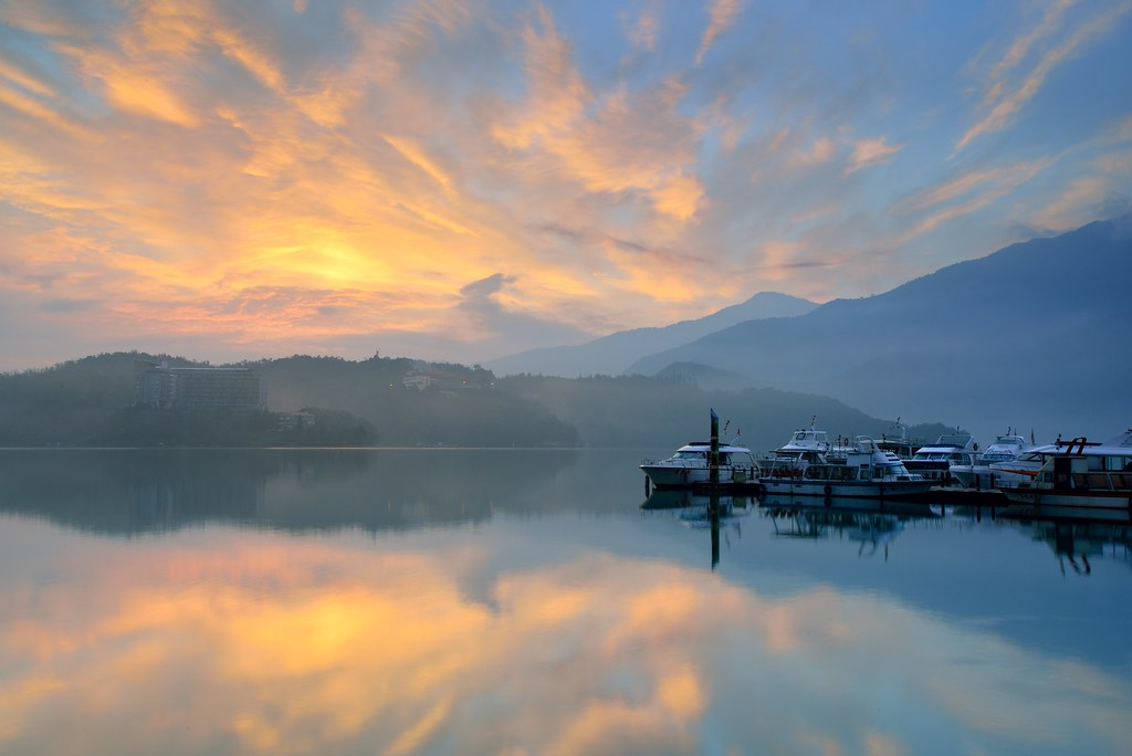 Glow at Sun Moon Lake 日月潭