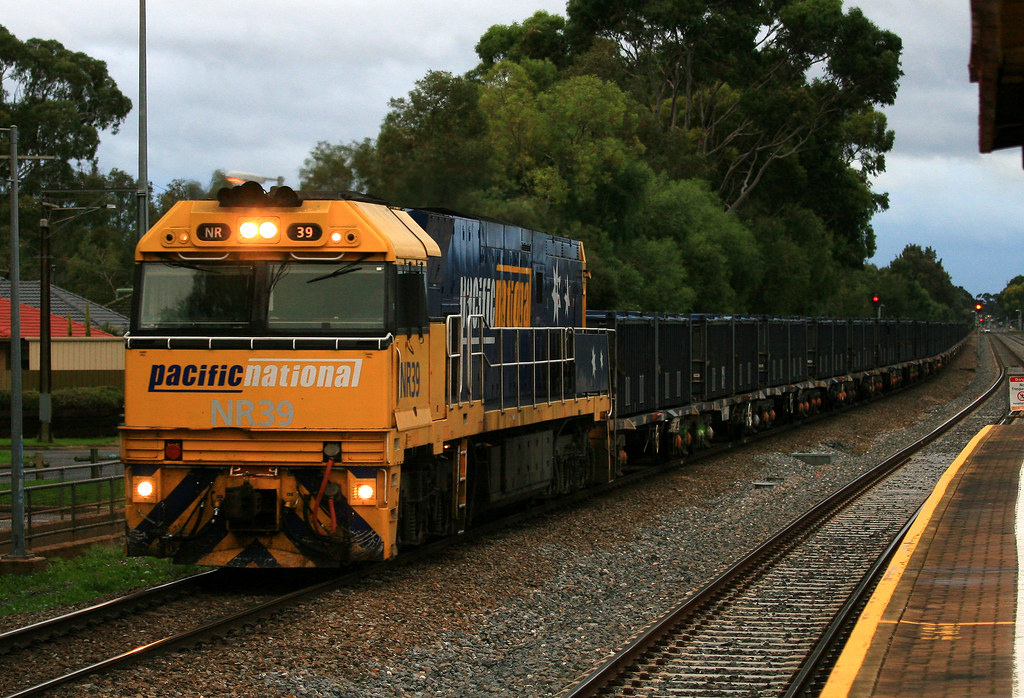 5162 NR39 by Trackside Photography Australia