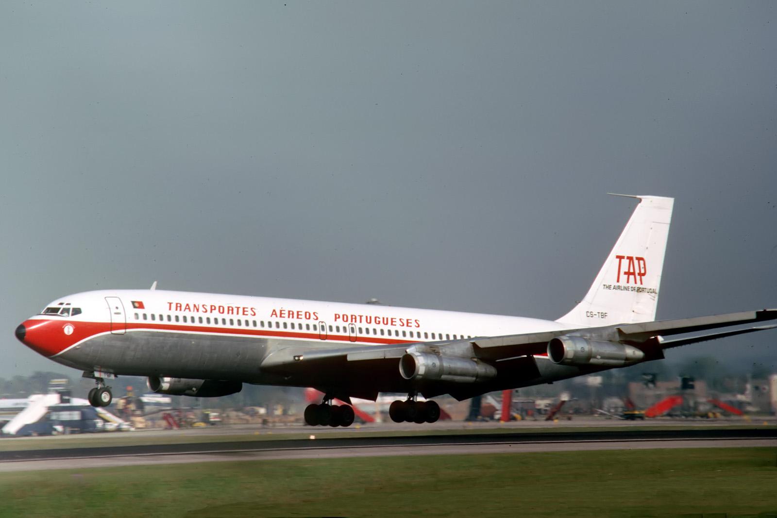 B707 CS-TBF «Vasco da Gama», Gatwick, 197...