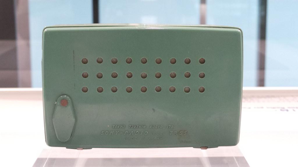 Sony TR-55 Transistor Radio (1955)   en wikipedia org/wiki/T
