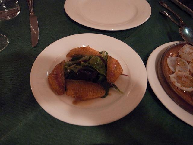 <p>e)お魚の温かいオードブル</p>